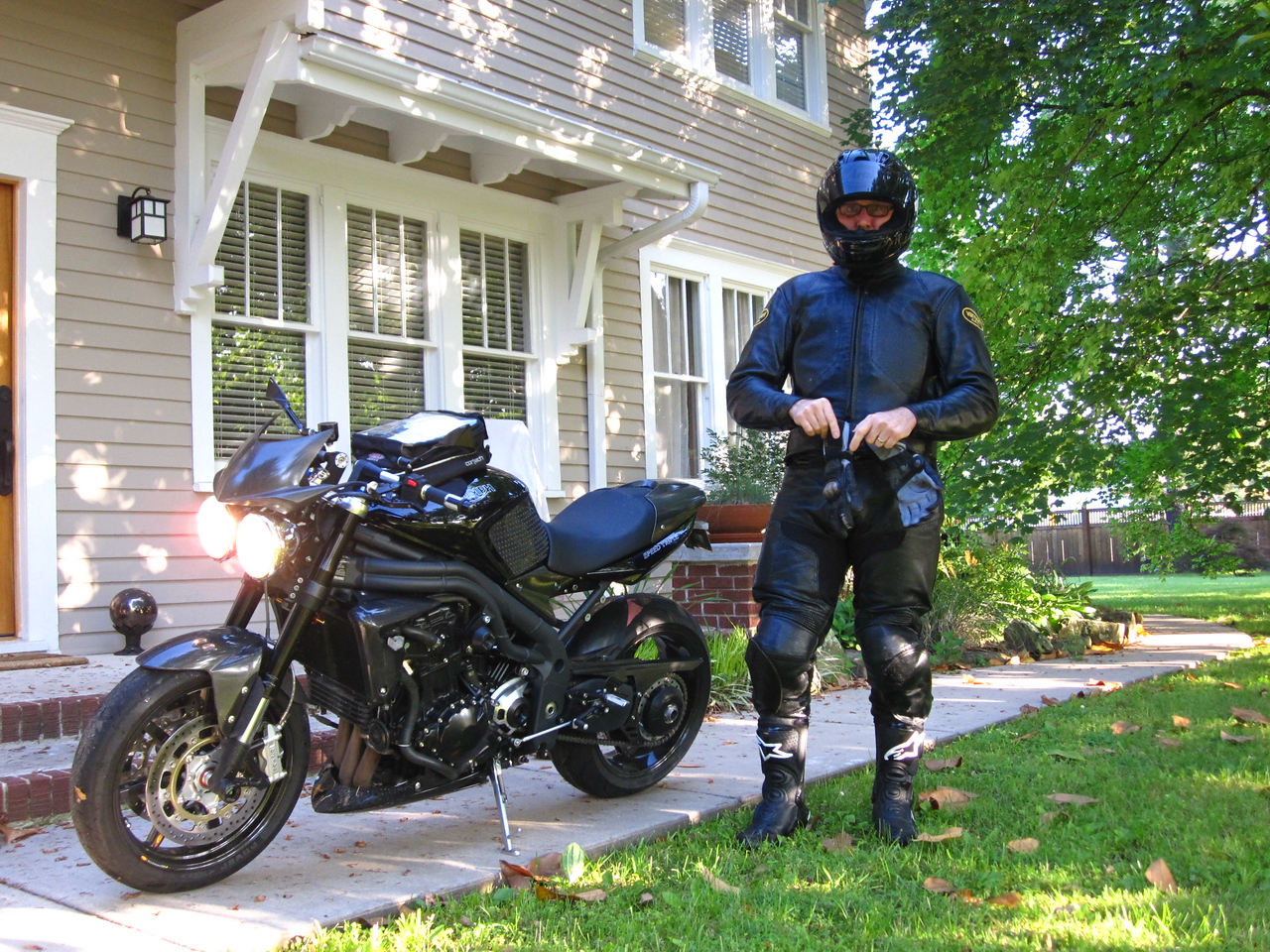 Tyler Elm and his speed triple. Lots of cool carbon fibre goodies including his wheels.