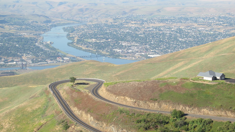 A closer look at one of the hairpins.  On the left of the Snake River is Lewiston, Idaho.  On the right side is Clarkston, Washington.