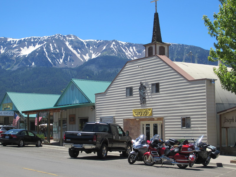 We parked on main street and walked it.  This is a very clean well kept little town in a beautiful setting.