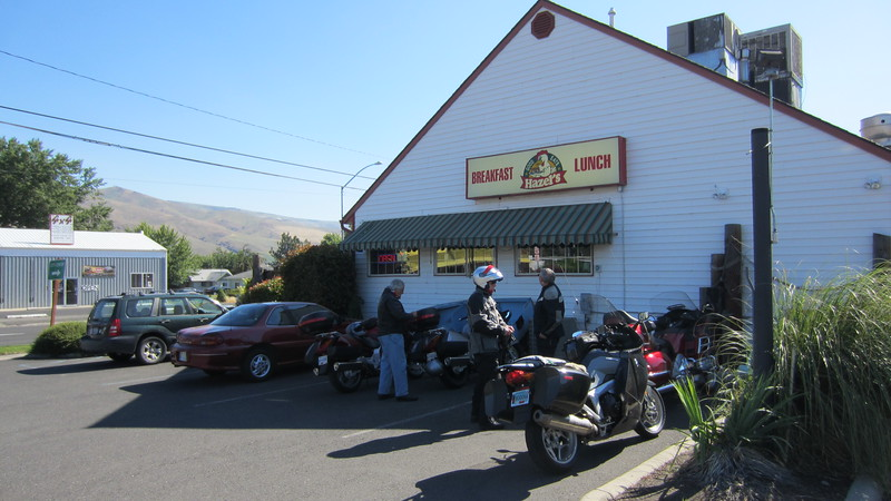 We stopped for breakfast (or lunch) at Hazel's in Clarkston.