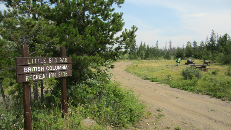 We checked out the Provincial Park campground at Big Bar Lake, but all the sites near the water were taken or reserved.  We decided to check out the recreation site 8 km down the road at Little Big Bar Lake.