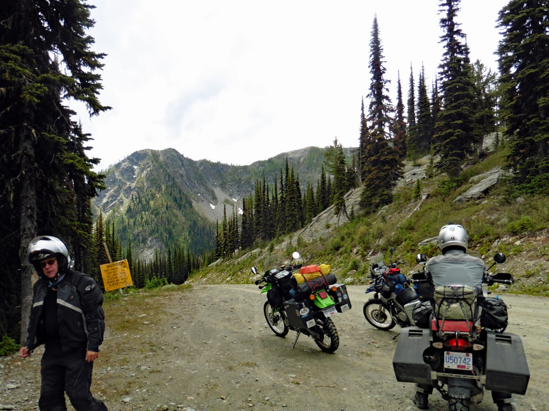 The ride up from the West was a continuous climb from the lake at 540 M (1770 ft) to the summit at 2012 M (6600 ft).  That's a climb of about 1460 M (4800 ft) in around 18 km (11 mi).    While steep, the road was in good condition and the riding was easy.