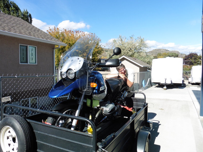 After breakfast, John and I accompanied Ron and Judy back to their place to complete a small transaction.  Ron decided that he was happy enough with his new water-boxer that he would part with his beloved R1150GS.  Here he is hugging it goodbye.