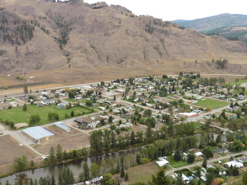 There is a great network of trails all across the hill side.  Trail maps were available at the campground so I picked a route and headed on up.  This was a great view of the town of Midway.  Waterfront campground is in the foreground along the north side of the Kettle River.