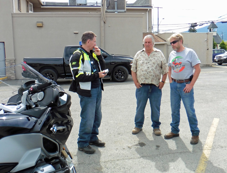 After breakfast, more schmoozing in the parking lot.  Gerry, David and Adrian.