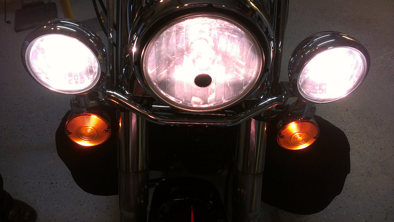Upgraded PIAA Headlamp w/ Upgraded Kuryakyn Super White Bulb Passing Lamps ON (Pure White light)