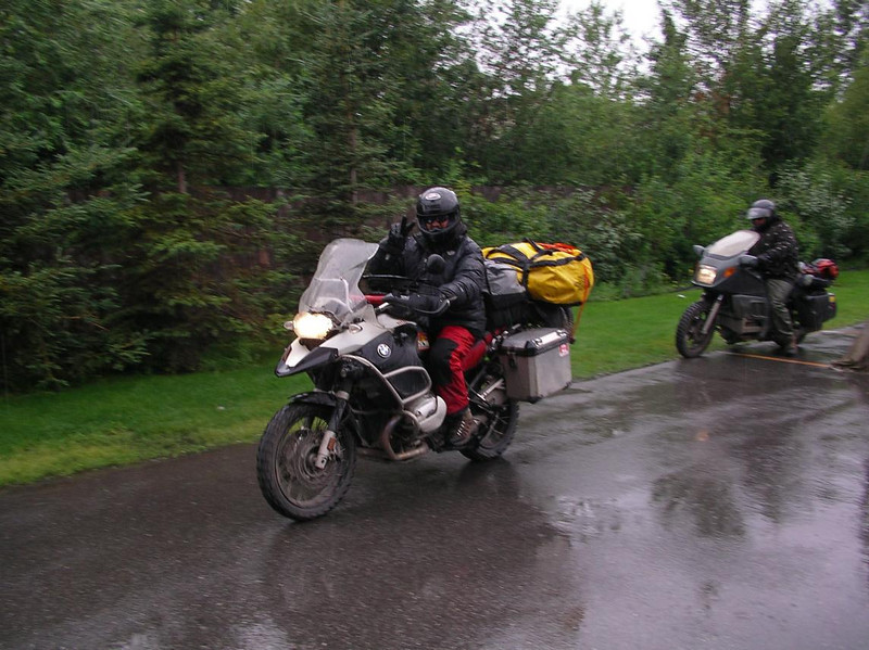 Nacho Jr. leaving HOH in the rain, Alaska - CO2AK08