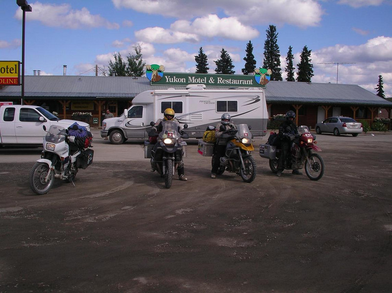 Meeting Guido, Gabe, and Simon having lunch at Johnson's crossing of the Teslin River, Yukon - CO2AK08