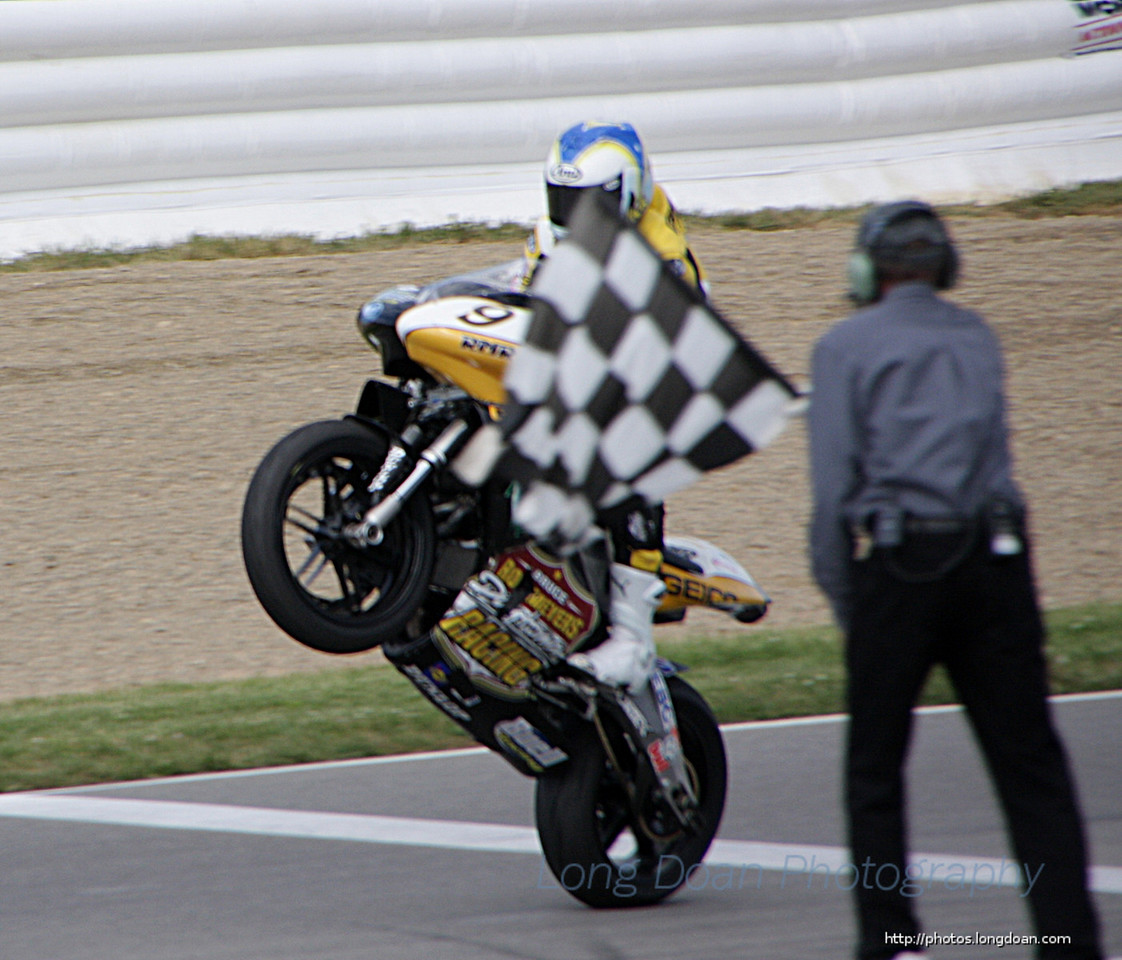 Danny Eslick taking the checkered flag at Mid Ohio Daytona Sportbike race #1