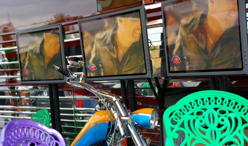 This was country singers Montgomry-Gentry's bikes (there were two, you can only see part of one of them here)