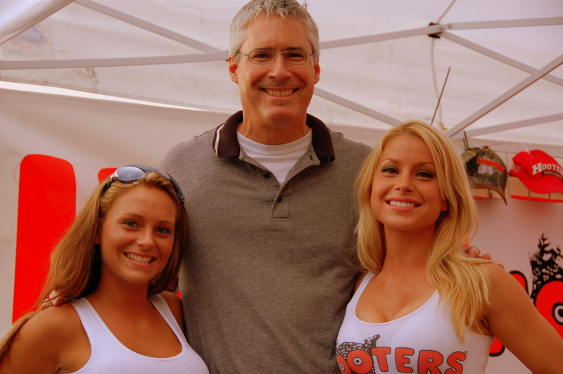 That's Warren Egger, (Ducati Austin's newest employee)and the Hooters girls.  I made him pose for this picture. Really.