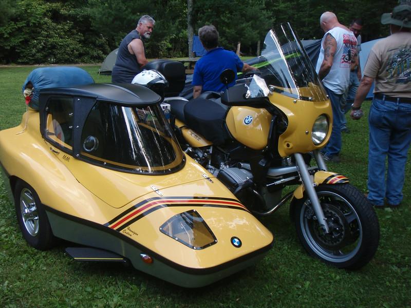 Bill Draper's R1100/Hannagan sidecar rig.