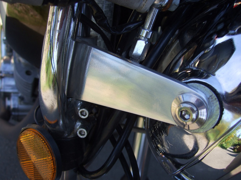 Rod Tingate swan neck clip-ons, given to my by Mr. Peter Smith of Australia. Alloy headlight bracket.