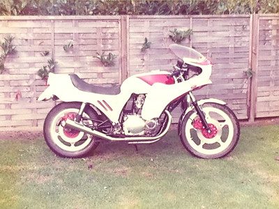 1985 working as a cleaner in the summer holidays a colleague had a 1978 GS1000 rat bike painted army green with a brown leather seat which I wanted as my Yamaha xs750 i had at the time was well knackered so a deal was done and what I did not know it had all the extra body work in these picture which i could sell as I this was not my style I wanted the army green rat bike look :-)