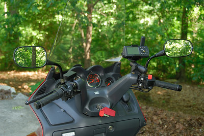 This shows the Garmin GPS V and RAM mount.