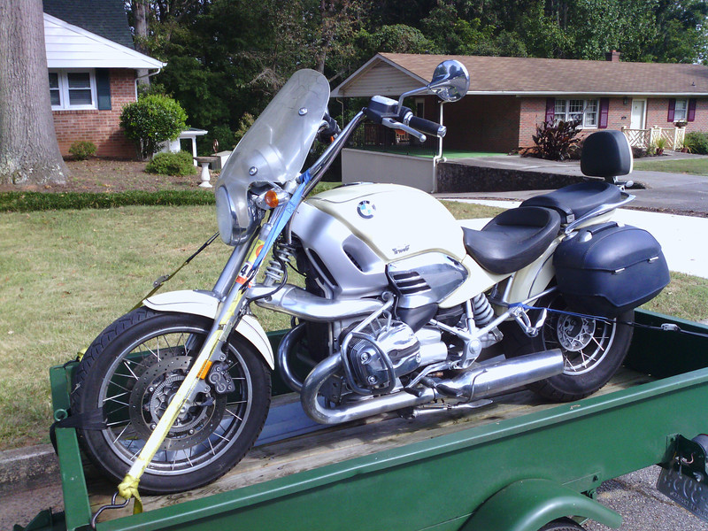 My friend, Bill Draper picked up this 2002 R1200C from a shed where it has been sitting since sometime in 2010. It looks pretty decent. It all there, and in pretty good shape. Just dirty, and has a tank of old ethanol laced gas.
