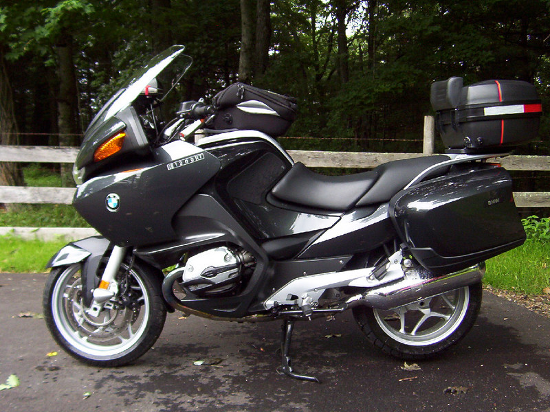 Left side as of 06/28/07. The Givi top case (trunk) is not included in the sale of this bike. I would include in a trade on a R1200GS if the GS has a trunk. I will likely need the trunk on my next bike.