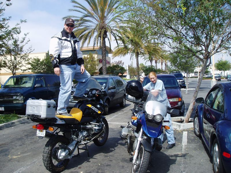 Nick and Christi at Diedrich's coffee the weekend prior to the races. Nick is trying to see the ocean. <br /> This bike will figure into my Laguna plans later...
