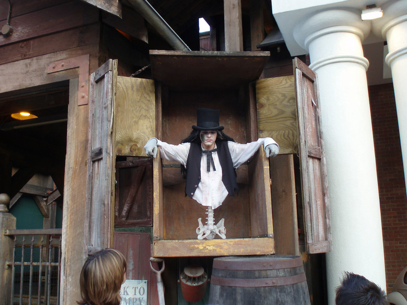 Another haunted house that we went to.  Where are his legs?