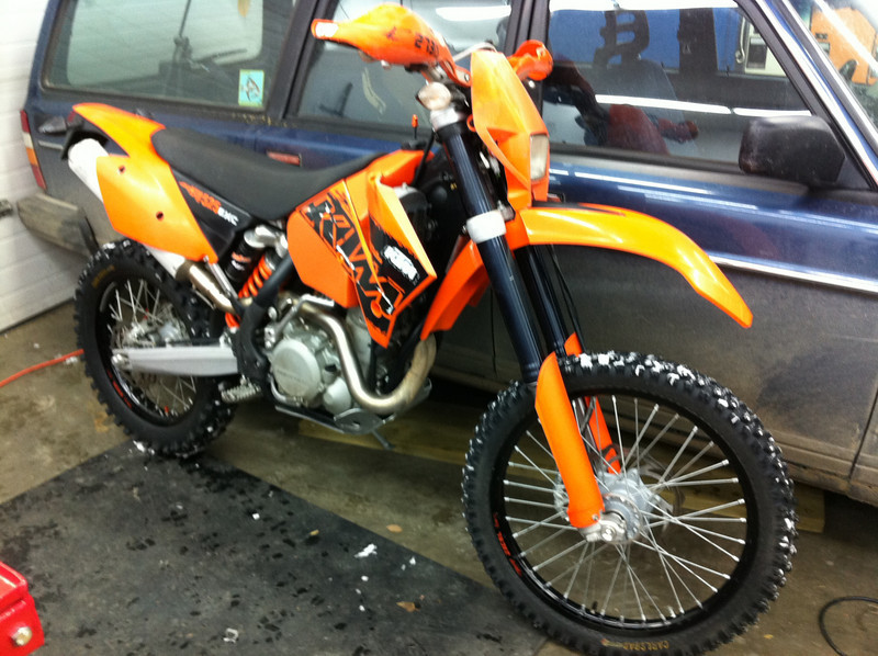 Just picked this up. Very nicely kept 2007 KTM 525 EXC. I has just under 100 hrs, but looking it over, you'd be surprised if it had more than 10.