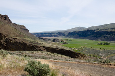 Looking north up Moses Coulee.