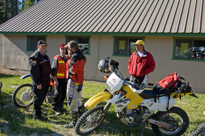 Tim trys to talk the Sheriff into letting Eric ride with his loud bike (96 dbs).  Only kidding.  This is before the rider meeting.  <br /> <br /> BTW...my Husky came in at 85dbs!