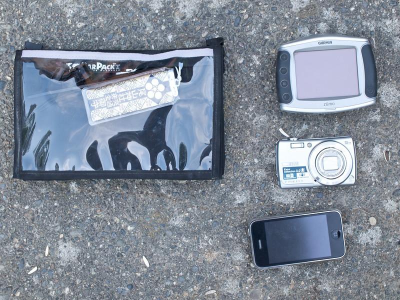 CycoActive BarPak, Zumo, Fujifilm F100fd, iPhone.