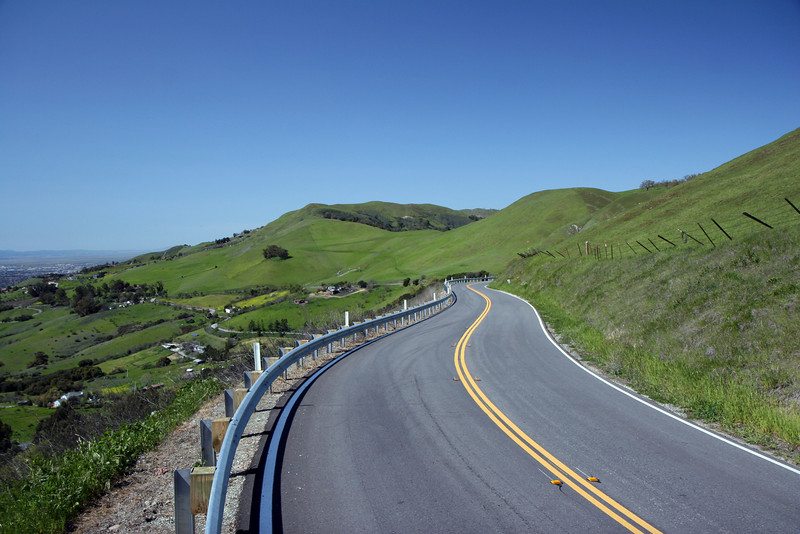 the higher up the hill you get, the more guardrails that you see, most of which are new (within the past few years). with the curves here, you can't blame them, can you?