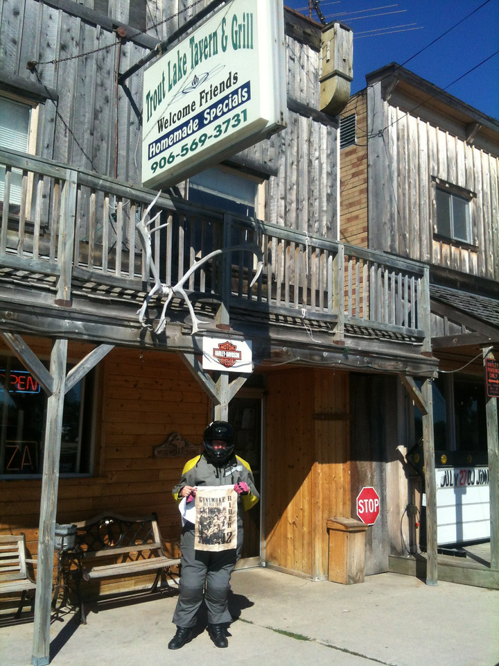 Bonus 185 Trout Lake Tavern - Two Bears