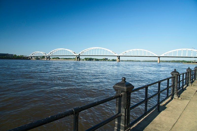 I crossed the Mississippi River on that bridge last summer on my way home.