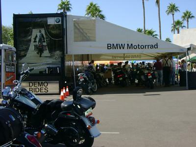 3 moto woman to phx