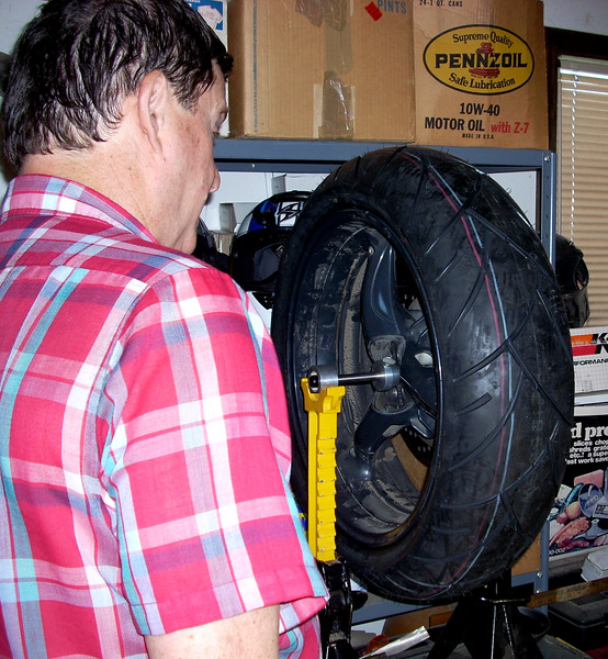 Steve balances my tire with his MarcParnes wheel balancer