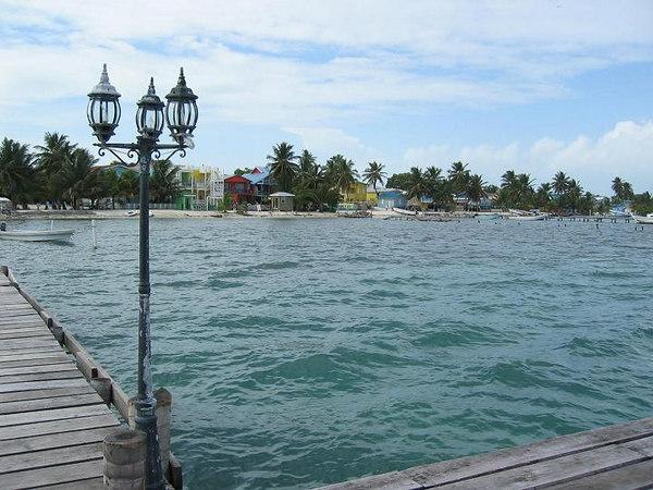 Cay CaulkerÑ Water taxi pier