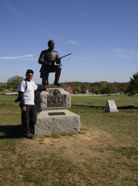 Chanderjeet posing with a Union soldier