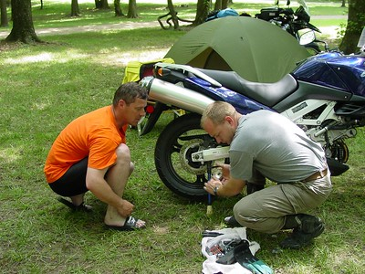 Helpful Canuckians Drif10 and Bart help adjust Queenie's V-Strom chain