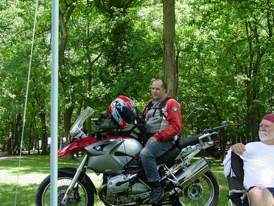 Ari sits aboard his new R1200GS