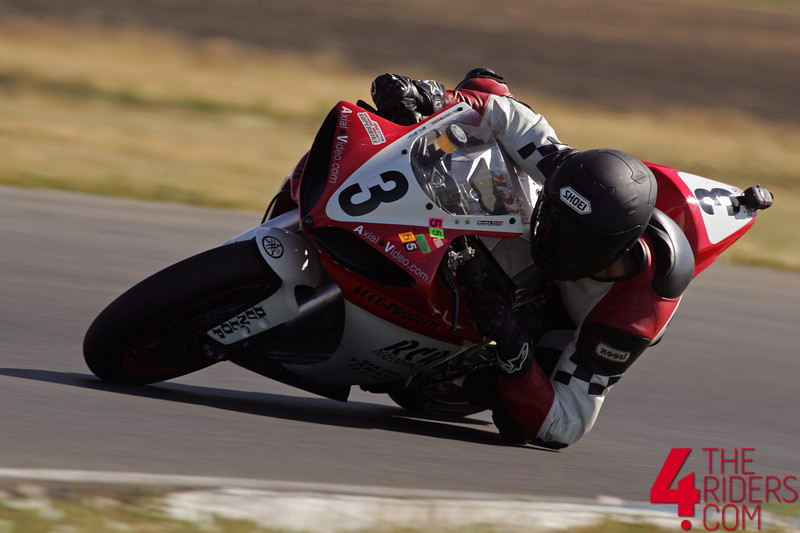 ricky correy racing yamaha r1 elbow drag
