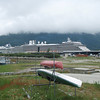 8000 to 10000 people off load from the cruize ships each day in Skagway.