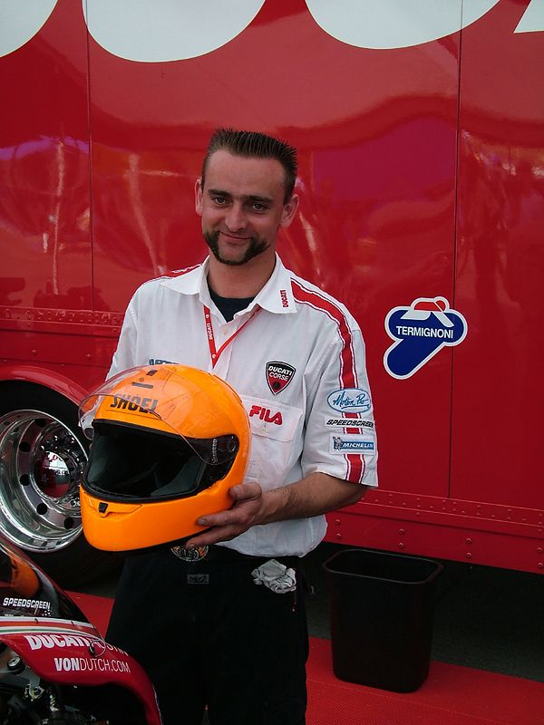 Il Capo Meccanico per Ducati Austin e Ugly Helmet - amici sempre.