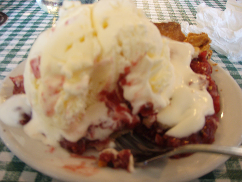 Bumble berry pie at the Klondike. Terrible picture but GREAT pie