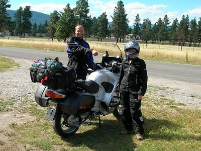 Rendez-vous with Andy and Kathy, close to the border, who were on a 10 day trip around BC, having shipped their bike from NY. It was a first for Kathy, so Andy and I are laughing at her in her sexy new bike gear.
