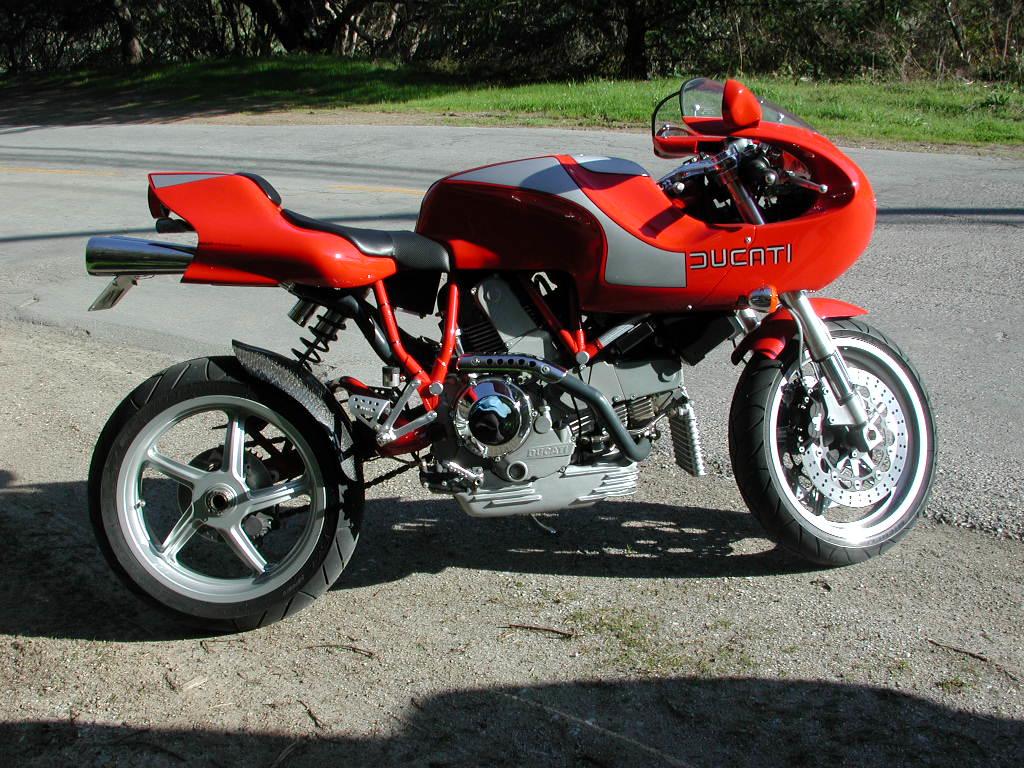 Bogser's Hailwood Replica. What a sweel bike