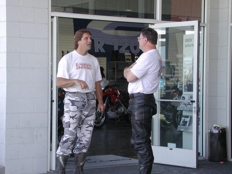 Biffy holding court at bmwscruz. Biffy hit 81mph on his XR500 down the coast. Not bad for a dirtbike (izzat better, hoppy?)