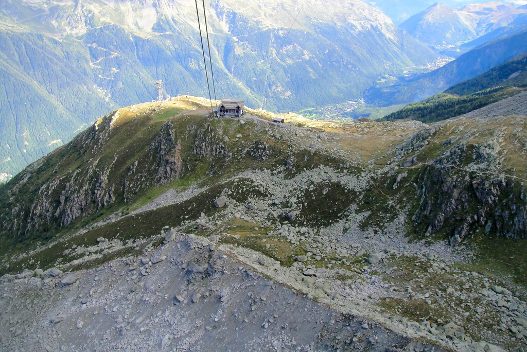 Partial view of the long cable for the Aiquille di Midi - Mont Blanc France