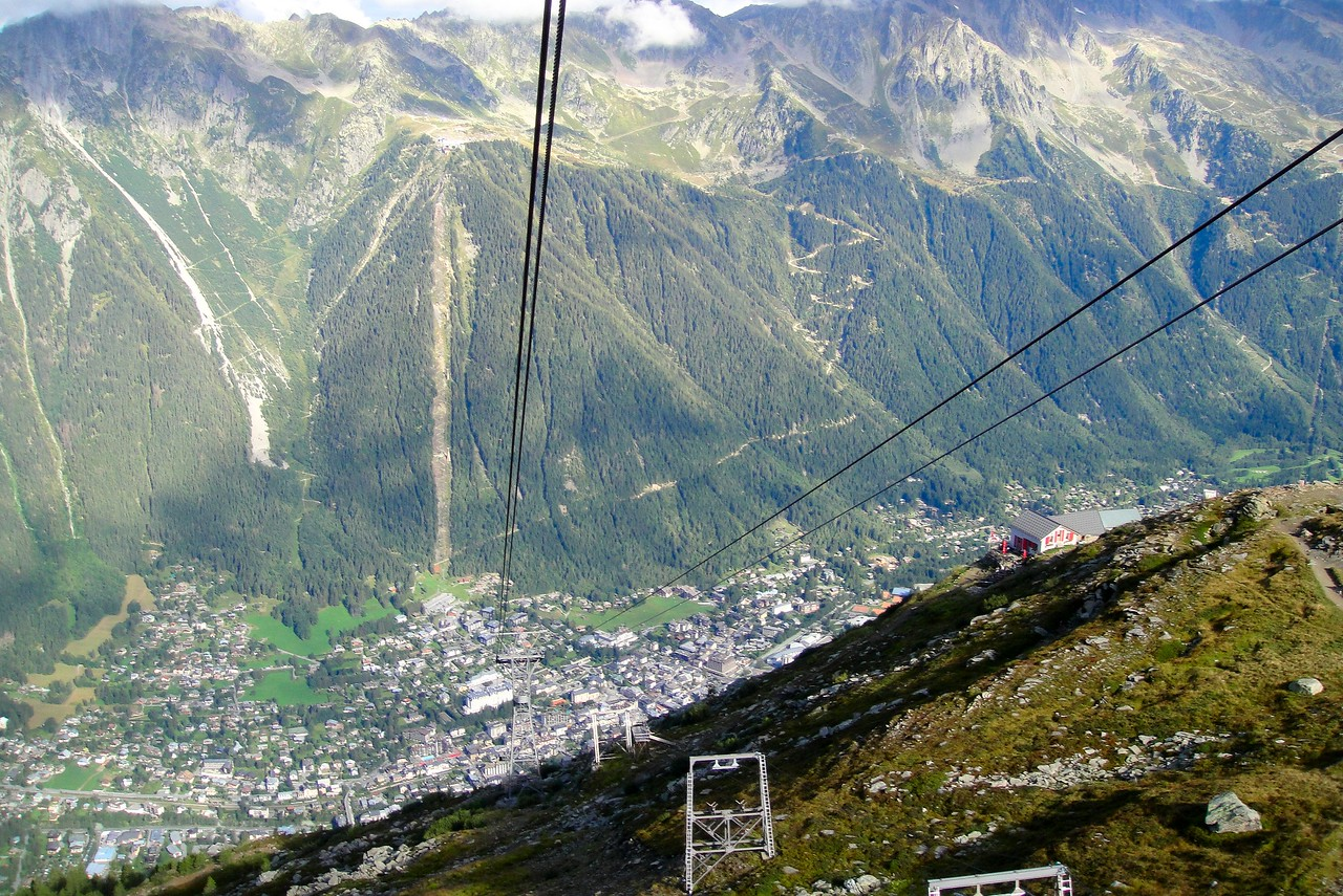 Another partial view of the long cable for the Aiquille di Midi - Mont Blanc France