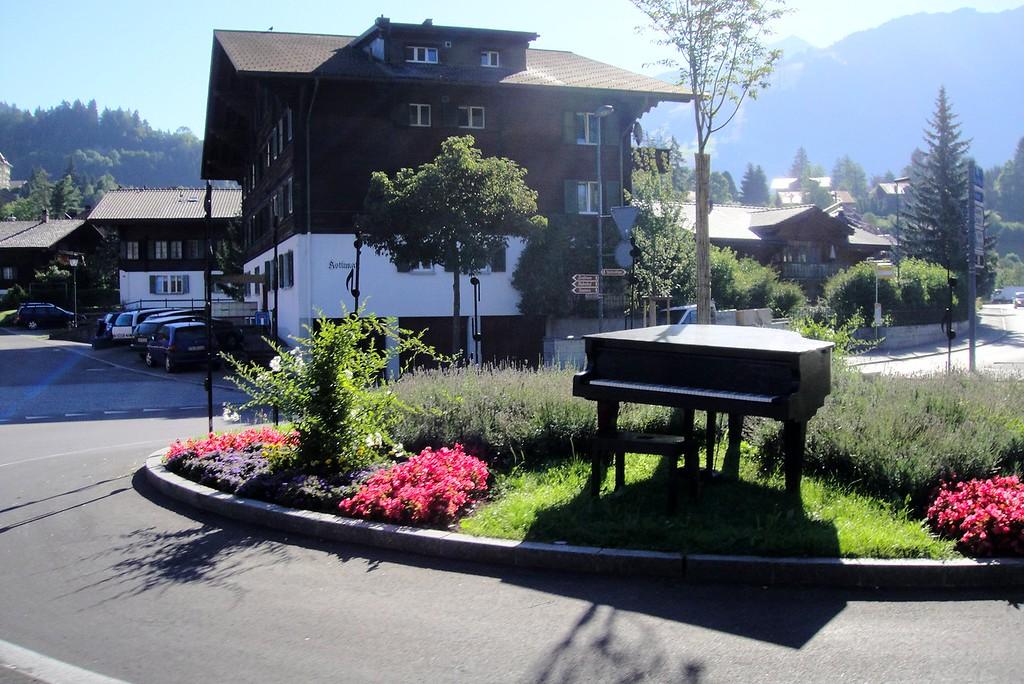 Roadside piano for your musical pleasure - Steffisburg Switzerland