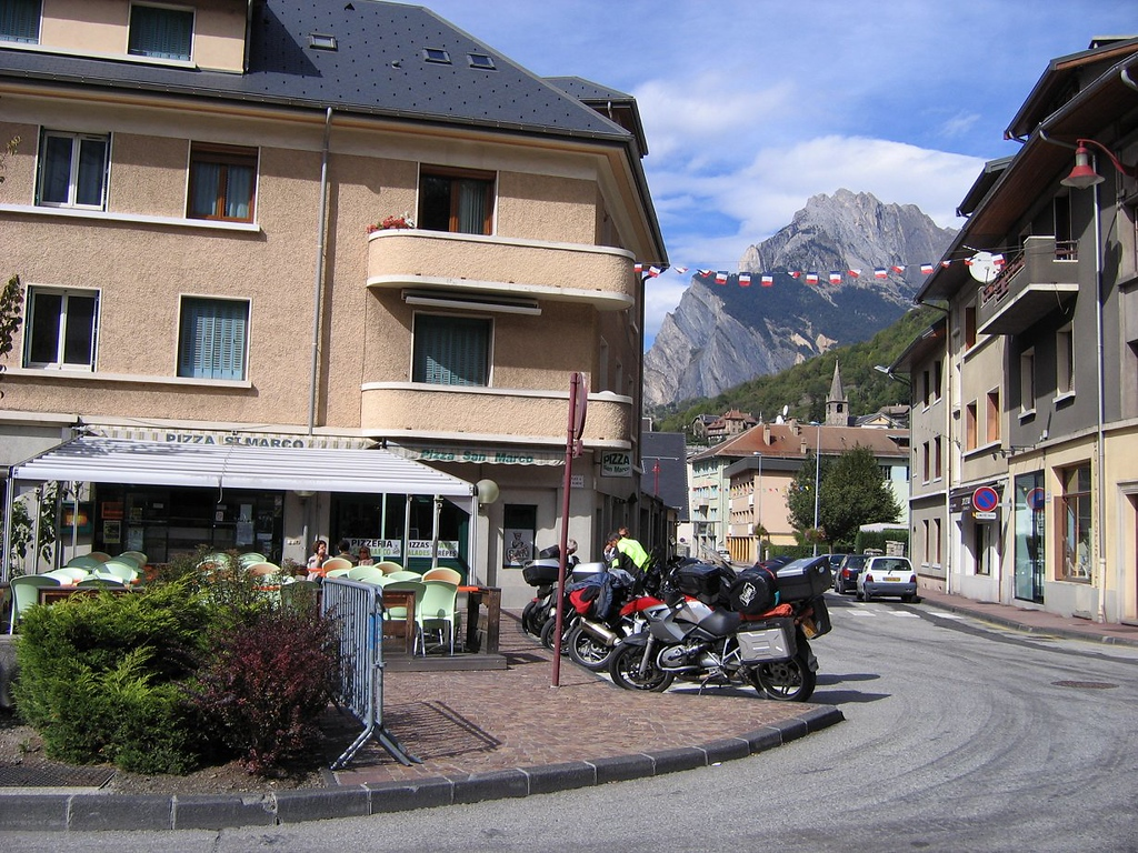 Excellent pizza here, warm and sunny too after coming down from the Galibier road, Saint-Martin d'Arc - France