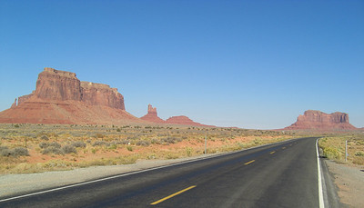 Nov 6, 2007, @  2pm,  Monument Valley on US 163 - Eagle Mesa & The Setting Hen