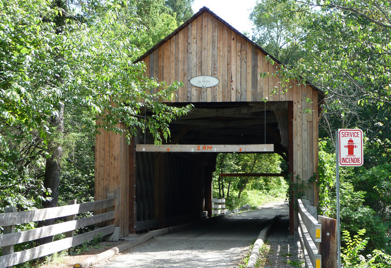 One of many covered bridges I passed, both in VT, NH and in PQ