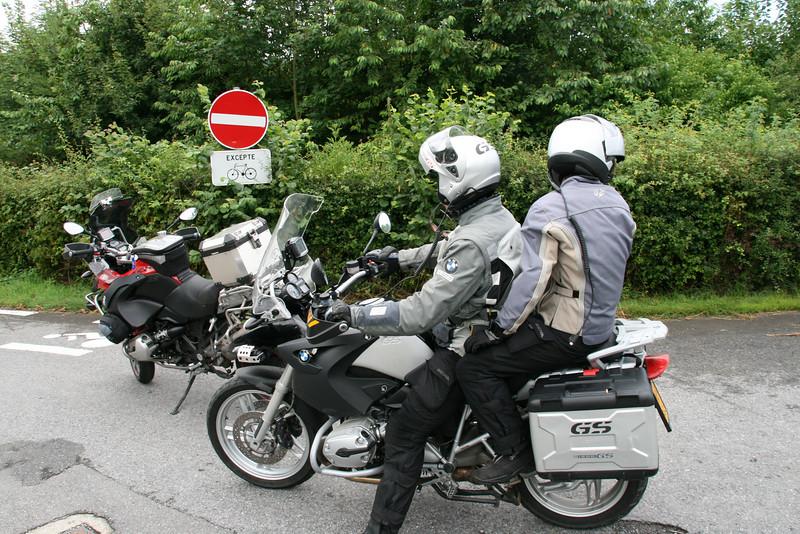 ALHOEWEL.... (MOTOR)FIETSEN TOEGELATEN